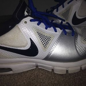 NIKE Tennis Athletic Shoes Sz 7.5
